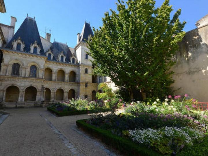 MAISON HENRI II Musées et sites de visite in LA ROCHELLE - La